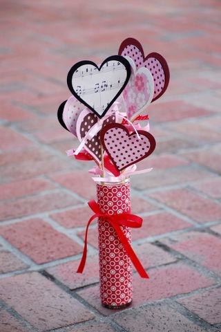 OA Valentine's Vase - Vivian Masket