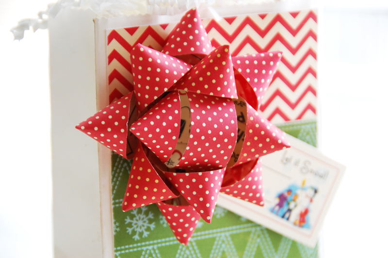 Roree-OA Dec11-Dec 6 Tutorial-Let it Snow Gift Bag and Bow closeup 2